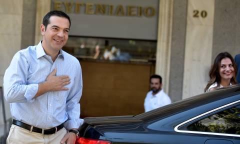 Βγήκε από το νοσοκομείο ο Αλέξης Τσίπρας μετά την επέμβαση κήλης