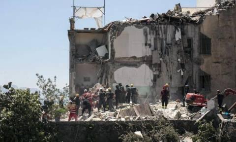 Θρήνος στη Νάπολη: Και τρίτη σορός εντοπίστηκε στα συντρίμμια του κτηρίου που κατέρρευσε