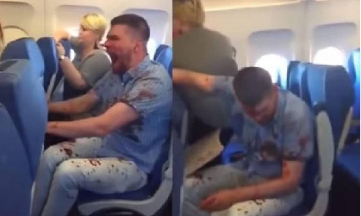 Πανικός σε πτήση: Ούρλιαζε επιβάτης καλυμμένος στα αίματα (video)