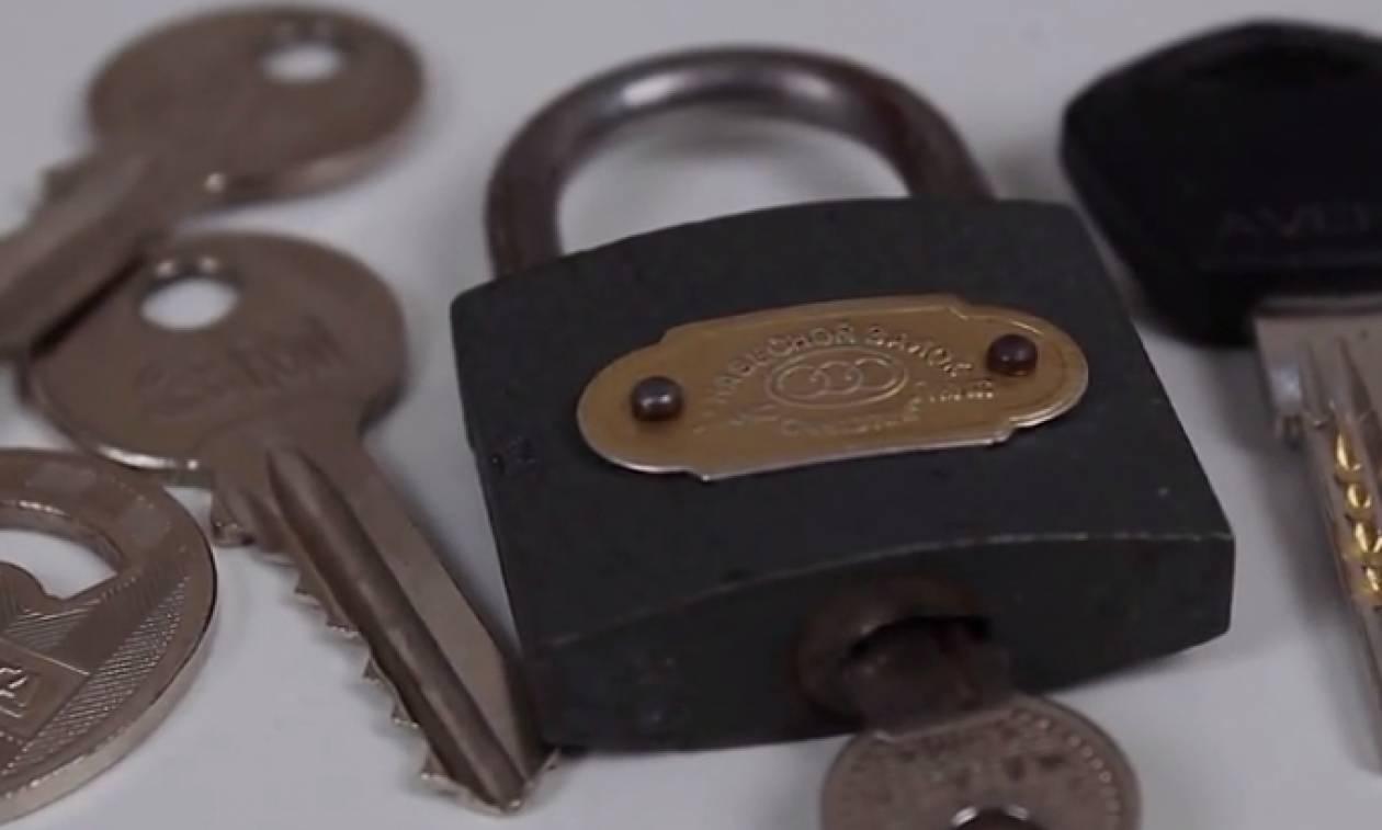 Εχετε παλιά κλειδιά για... πέταμα; Μετατρέψτε τα σε... ψαλιδάκι τσέπης (video)