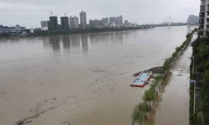 Φονικές βροχές πλήττουν την Κίνα (vid)