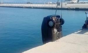 «Βουτιά» θανάτου στο λιμάνι της Πάτρας: «Μας κοιτούσε ενώ βούλιαζε με το αυτοκίνητο» (pics&vids)