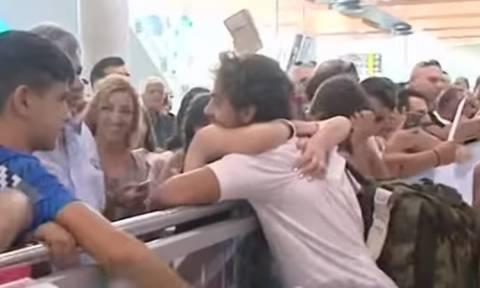 Survivor: Σκηνές πανικού στο αεροδρόμιο - Δείτε πώς υποδέχτηκαν τον Μάριο στην Κύπρο (video)