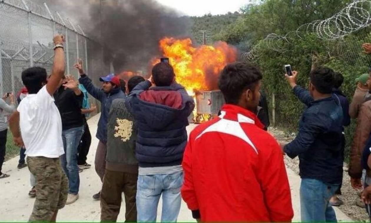ddb11d5d4e98 Ανεξέλεγκτη η κατάσταση στη Μυτιλήνη  Άγρια επεισόδια στη Μόρια ...
