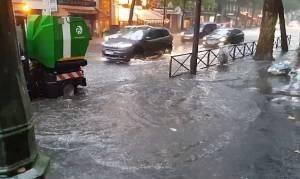 Γαλλία: Πλημμύρισε το Παρίσι από πρωτοφανή καταιγίδα (vids)
