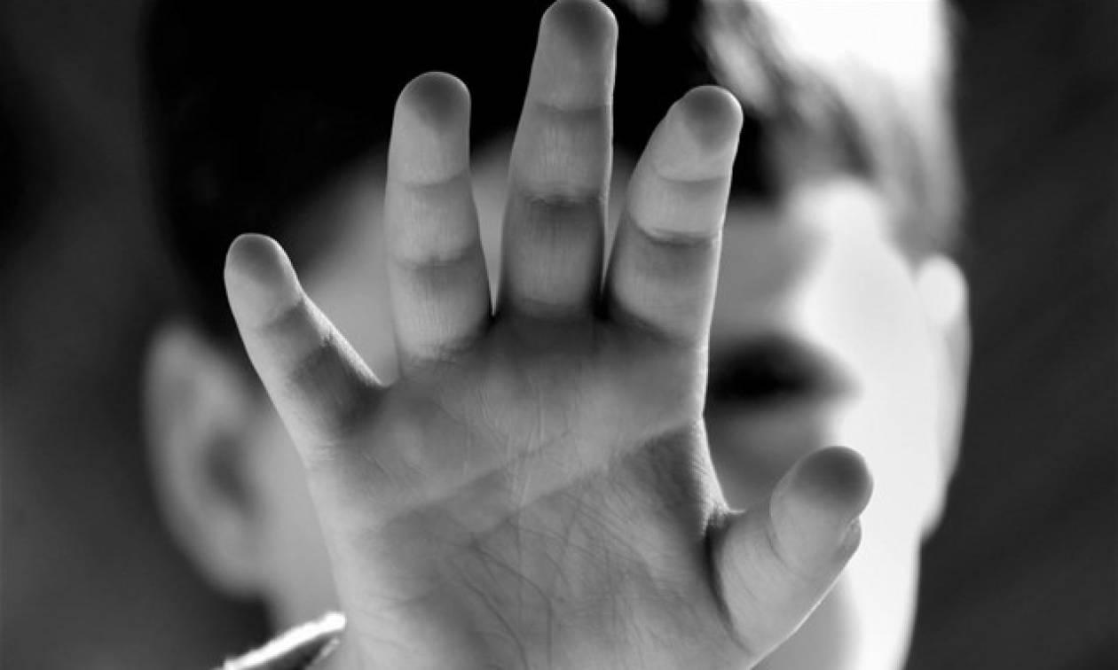 Κτηνωδία: Τιμωρούσε τα παιδιά της γυναίκας του με όπλο που προκαλεί ηλεκτροσόκ