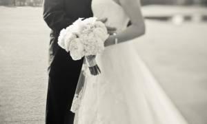 Μύκονος: O γαμπρός έπαθε σοκ... η νύφη πήγε στο γάμο με... (δείτε το video)