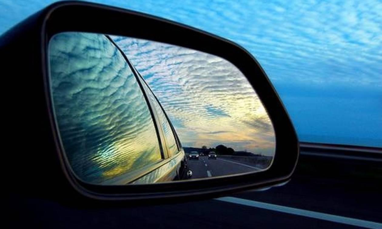 Κρήτη: Κοίταξε τον καθρέφτη του αυτοκινήτου του και παραλίγο να τρακάρει (photos)