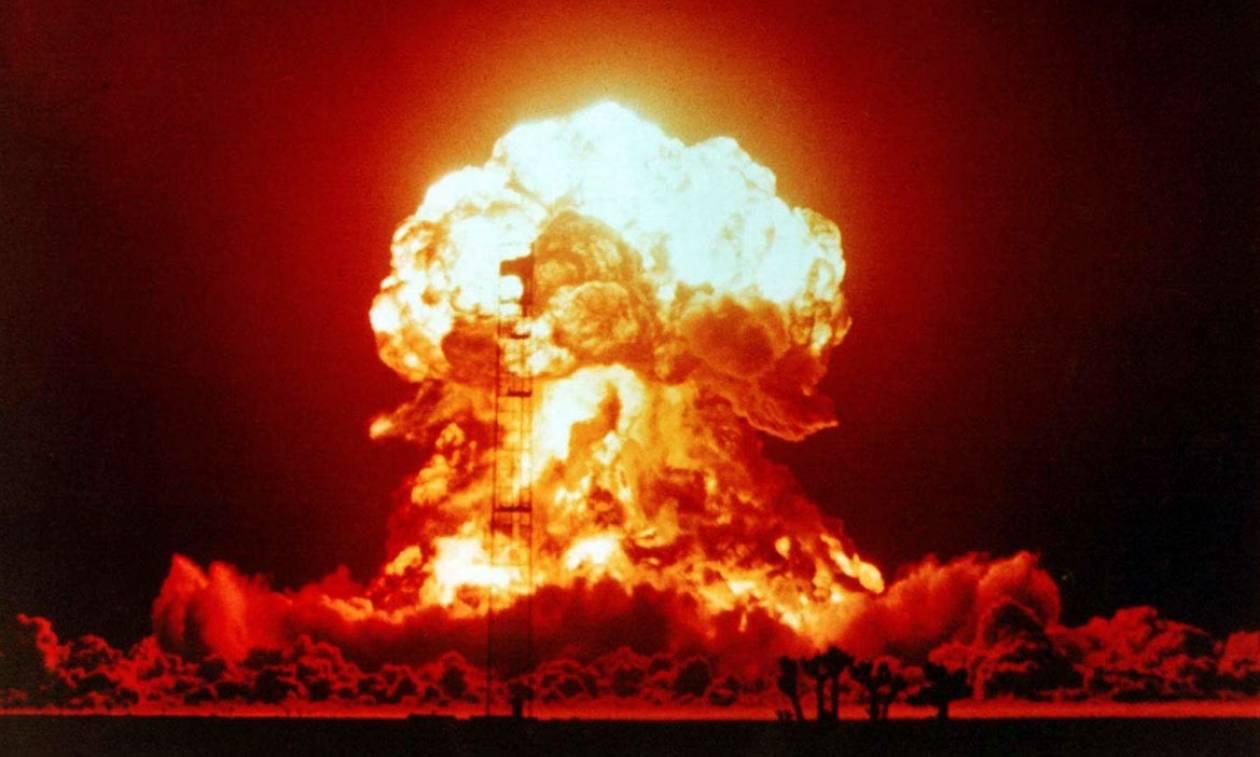 Αυτά τα 11 πράγματα θα πρέπει να έχετε σπίτι σας για να επιβιώσετε ακόμα και από πυρηνική έκρηξη