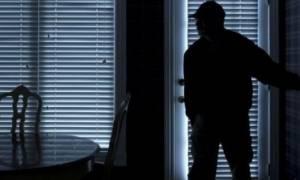 Σοκ στο Φάληρο: Διαρρήκτες «σήκωσαν» δυο φορές διαμέρισμα ενώ υπήρχε μέσα ο σκελετός του ιδιοκτήτη