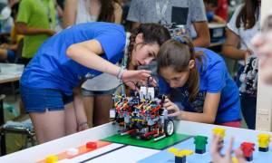 Έλληνες μαθητές σχεδιάζουν τις πιο εξελιγμένες ρομποτικές κατασκευές με τη στήριξη της COSMOTE