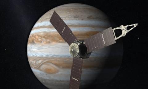 Το Juno της ΝΑSA έστειλε φωτογραφίες από τον πλανήτη Δία