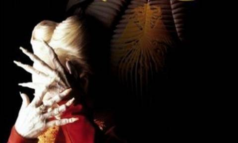 Έικο Ισιόκα: Ποια είναι η γυναίκα που έντυσε... τον «Δράκουλα»;