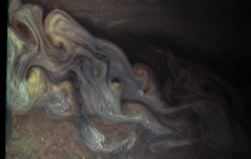 Τις πρώτες φωτογραφίες από τον πλανήτη Δία άρχισε να στέλνει το Juno της NASA (Pics)