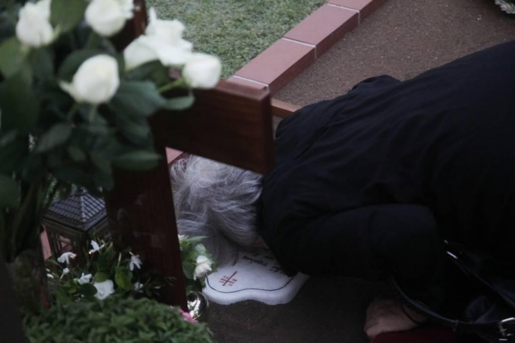 «Λαοθάλασσα» στον τάφου του Αγίου Παϊσίου: Εκοιμήθη σαν σήμερα το 1994 (pics+vid)