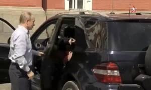Ρωσία: Ποια είναι η μυστηριώδης γυναίκα στο πλευρό του Πούτιν; (vid)
