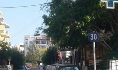 Ελλαδάρα: Δείτε την απίστευτη κι επικίνδυνη πινακίδα που τοποθέτησαν σε δρόμο του Ηρακλείου (pics)