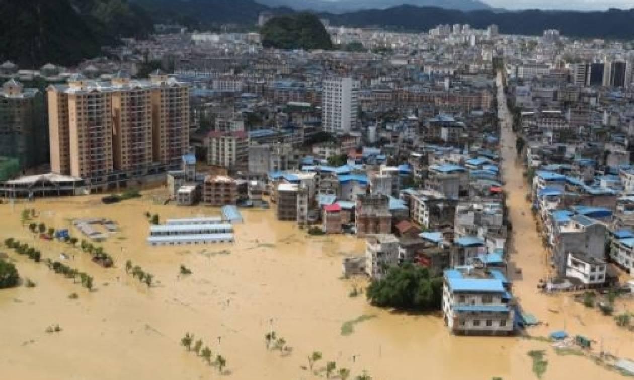 Συναγερμός στην Κίνα λόγω έντονων βροχοπτώσεων