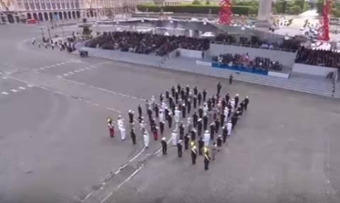 Εντυπωσιακό: Η μπάντα του γαλλικού στρατού σε ρυθμούς... Daft Punk! (vid)