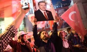 Φιέστα Ερντογάν μπροστά σε χιλιάδες οπαδούς: Θα ξεριζώσω το κεφάλι των προδοτών