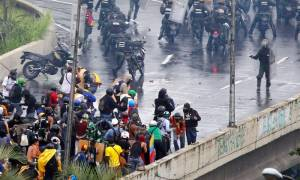 Σκηνές-σοκ στη Βενεζουέλα: Πυροβόλησαν κατά πλήθους σκοτώνοντας και τραυματίζοντας διαδηλωτές (Vid)