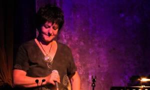 Η Φωτεινή Βελεσιώτου τραγουδά τις μούσες του ρεμπέτικου στο Θέατρο Βράχων!