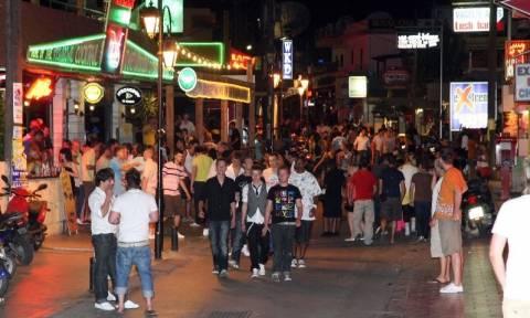 Σε μηνιγγίτιδα οφείλεται η εγκεφαλική βλάβη που υπέστη η 18χρονη Βρετανίδα στην Κρήτη