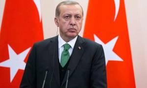 Liberation: «Μα ποιος τέλος πάντων θα σταματήσει τον Ερντογάν;»