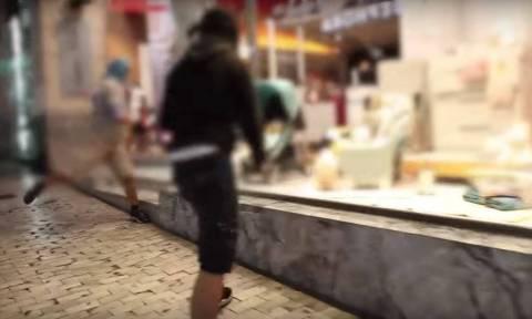 Βίντεο - ντοκουμέντο: Η στιγμή που κάνουν «γυαλιά - καρφιά» την Ερμού