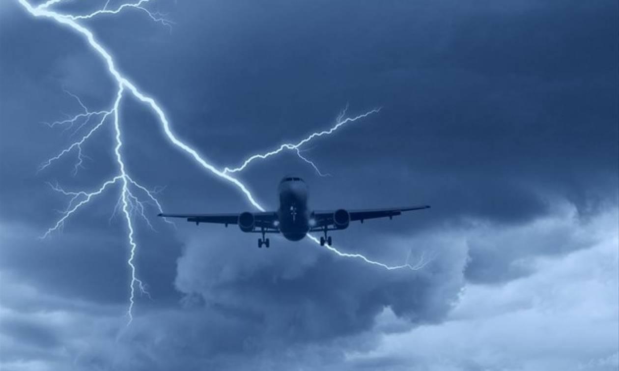 Τρόμος στη Σκιάθο: Κεραυνός χτύπησε αεροπλάνο!