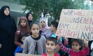 Θεσσαλονίκη: Διαμαρτυρία Σύρων προσφύγων έξω από το γερμανικό προξενείο