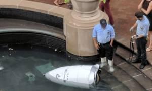 Σκληρές εικόνες: Ρομπότ αυτοκτονεί μπροστά στα μάτια περαστικών!