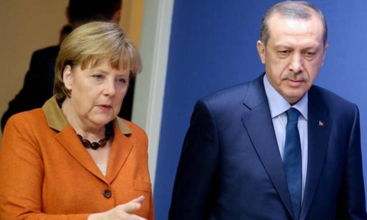 Έξαλλη η Μέρκελ με τον Ερντογάν για τη σύλληψη Γερμανού ακτιβιστή