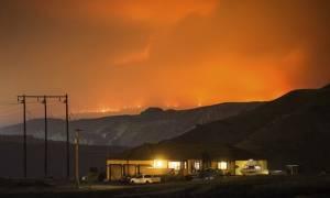 Μαίνονται οι πυρκαγιές στον Καναδά - Xιλιάδες άνθρωποι εγκατέλειψαν τα σπίτια τους (vid)