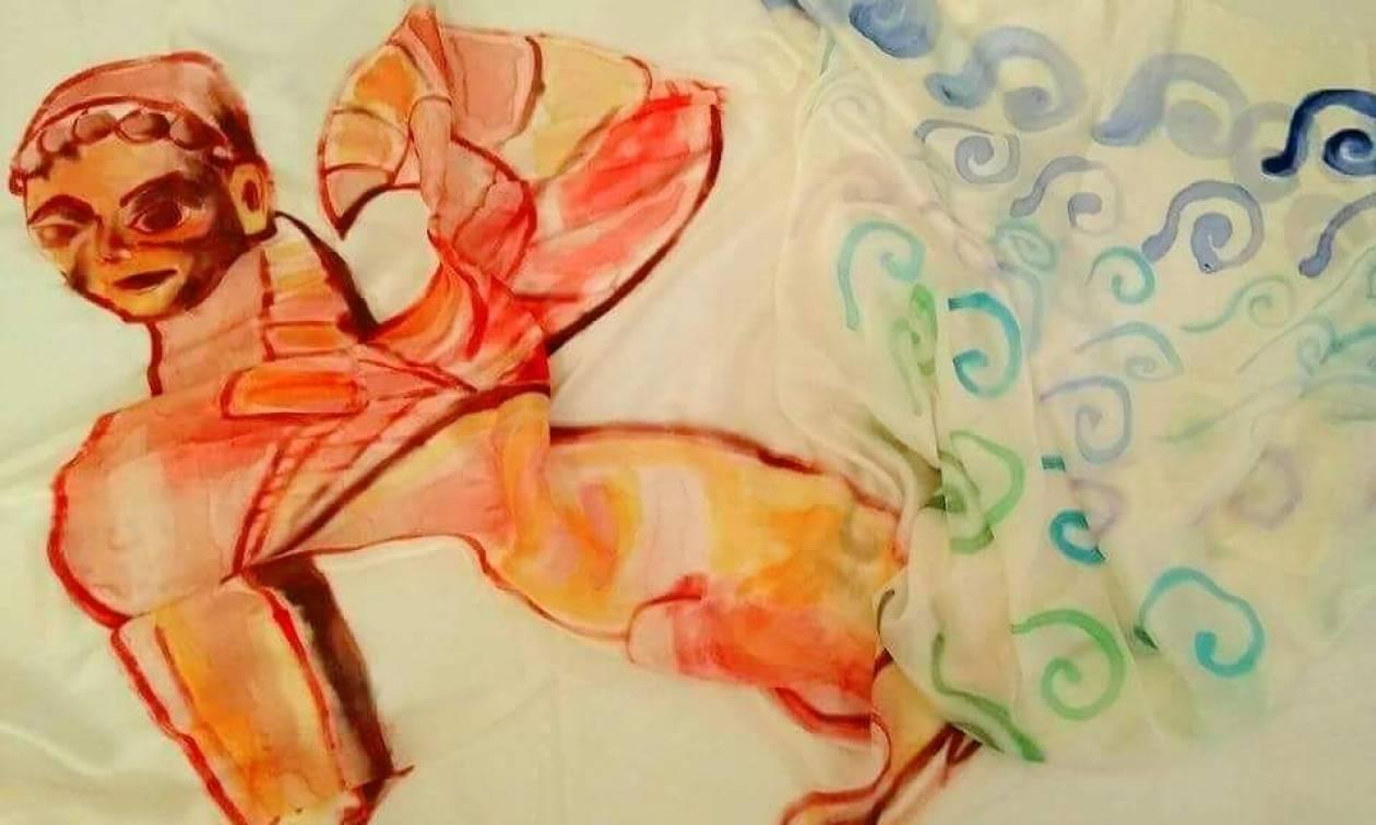 «The Scarves»: Μετάξι και χρώματα - Η νέα πρωτότυπη έκθεση του Νεκτάριου Αποσπόρη στην Πάρο
