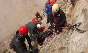 Καρέ - καρέ η δραματική διάσωση του ορειβάτη που είχε εγκλωβιστεί στον Όλυμπο