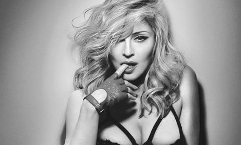 Έξαλλη η Madonna με τη δημοπρασία… των εσωρούχων και της χτένας της – Μπλόκαρε τη διαδικασία