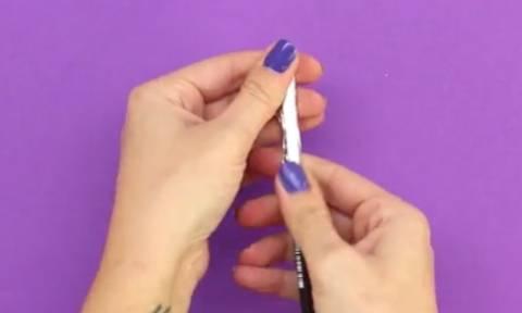 Εχετε δοκιμάσει ποτέ το κόλπο με το μολύβι και το αλουμινόχαρτο στο κινητό σας; (video)