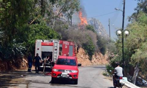 «Γυμνοί» στις φλόγες οι πυροσβέστες της Δυτικής Ελλάδας