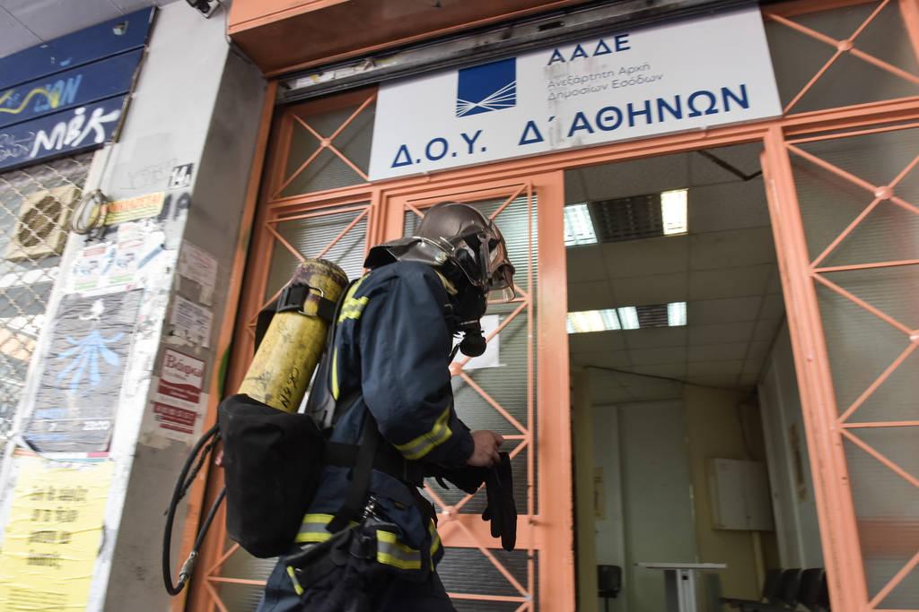 Συναγερμός στα Εξάρχεια - Φωτιά στη Δ' ΔΟΥ Αθηνών