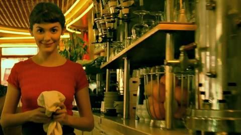 Γι' αυτό οι Έλληνες λατρεύουν τα κορίτσια που δουλεύουν στις καφετέριες!