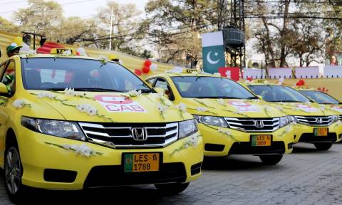 Πακιστάν:Ταξί με συνεπιβάτη...προξενήτρα
