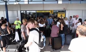 Σεισμός Κως: Εικόνες ταλαιπωρίας στο αεροδρόμιο της Κω - Μέχρι και αντίσκηνα έχουν στήσει