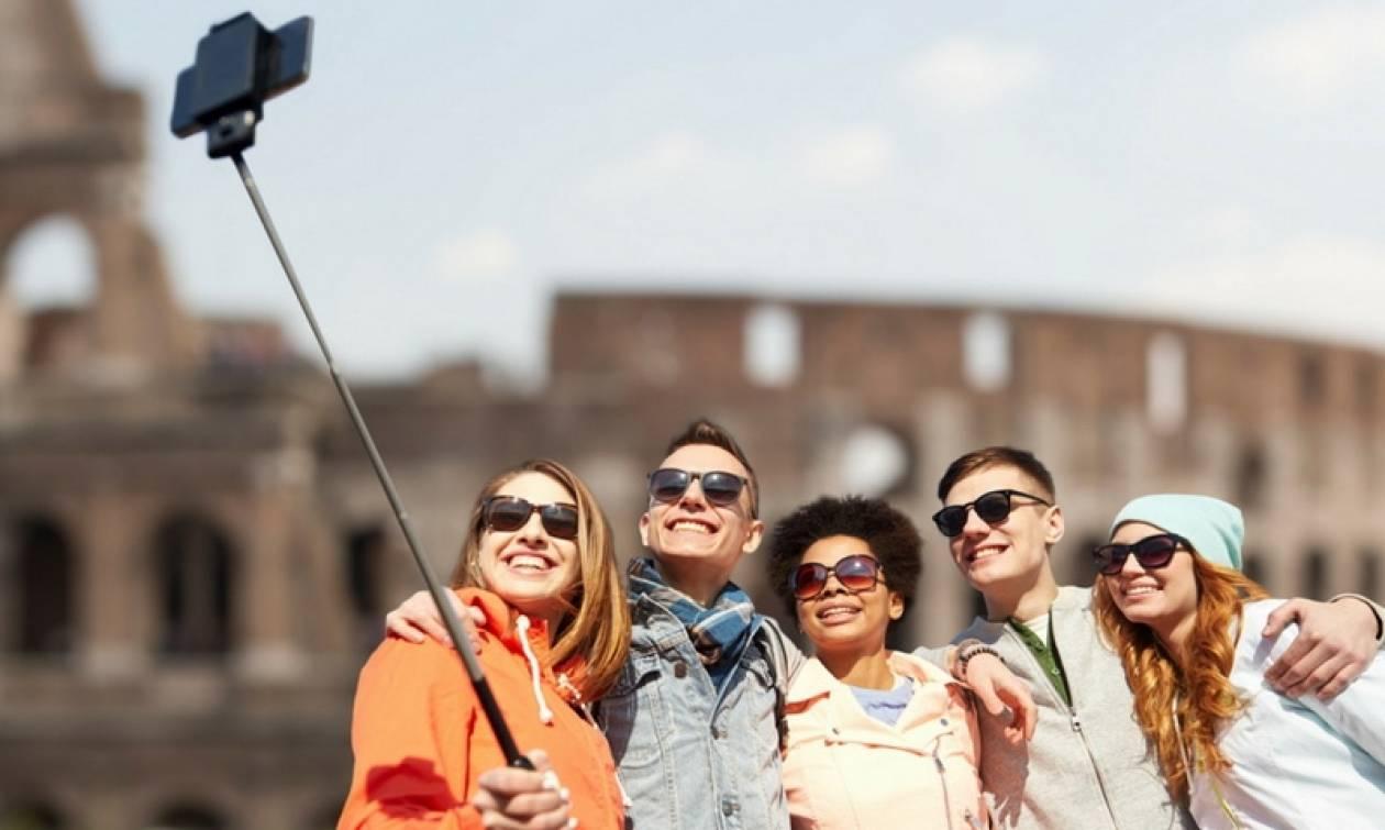 Ιταλία: Selfie sticks… τέλος στο Μιλάνο!