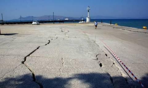Σεισμός Κως: Μπαίνει τσιμεντένια μπάρα στο «λαβωμένο» λιμάνι του νησιού
