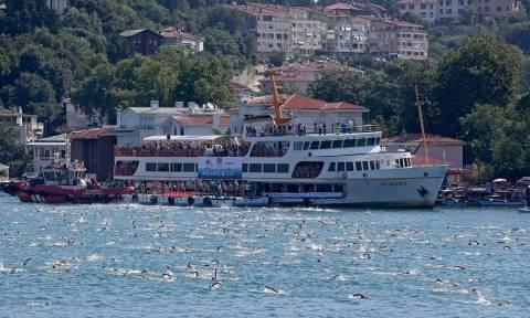 Εντυπωσιακό βίντεο: Πάνω από 2.000 κολυμβητές διασχίζουν τον Βόσπορο