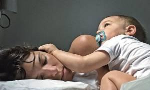 Οι «σκοτεινές» αλήθειες για τη μητρότητα που ποτέ δεν λέμε