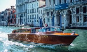 Η βόλτα με αυτό το σκάφος στα κανάλια της Βενετίας είναι πανάκριβη - μάθε γιατί.