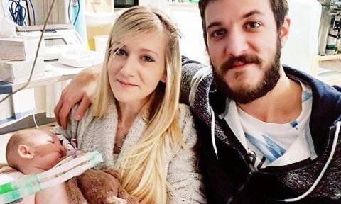 Οι γονείς του μικρού Τσάρλι αποφάσισαν να αφήσουν το παιδί τους να πεθάνει