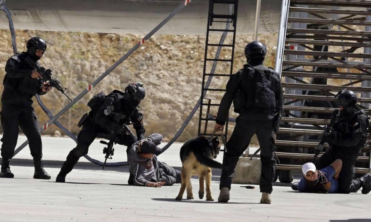 Εκκενώνουν την πρεσβεία του Ισραήλ για να μη λιντσάρουν το προσωπικό